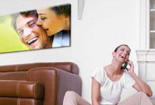 Foto metacrilato sobre sofa ejemplo pareja AGF